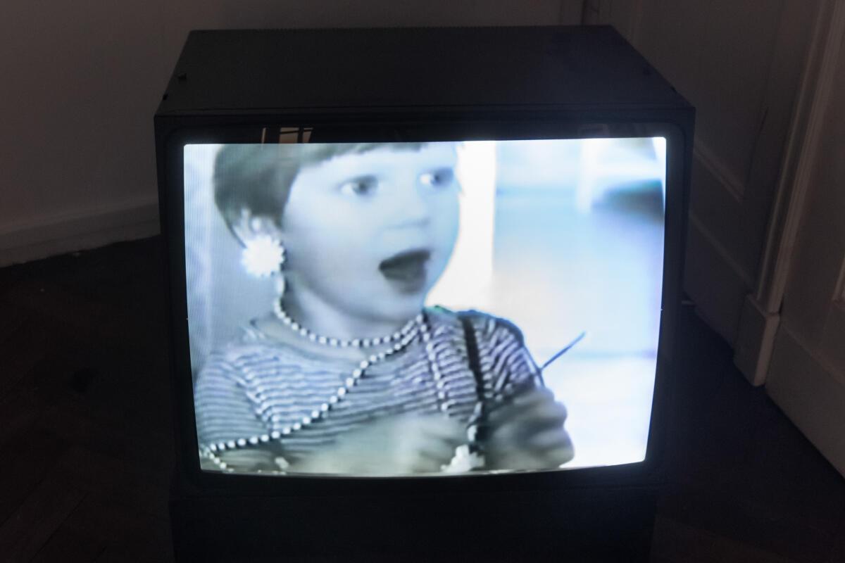 Zbigniew Libera, Jak tresuje się dziewczynki / How to Train Little Girls, 1987
