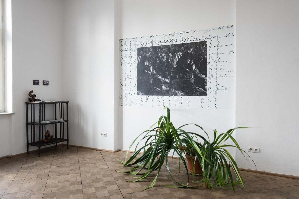 Marta Bogdańska, Love that not dare speak its name, 2020, widok z wystawy Poganki, fot. Marcin Liminowicz
