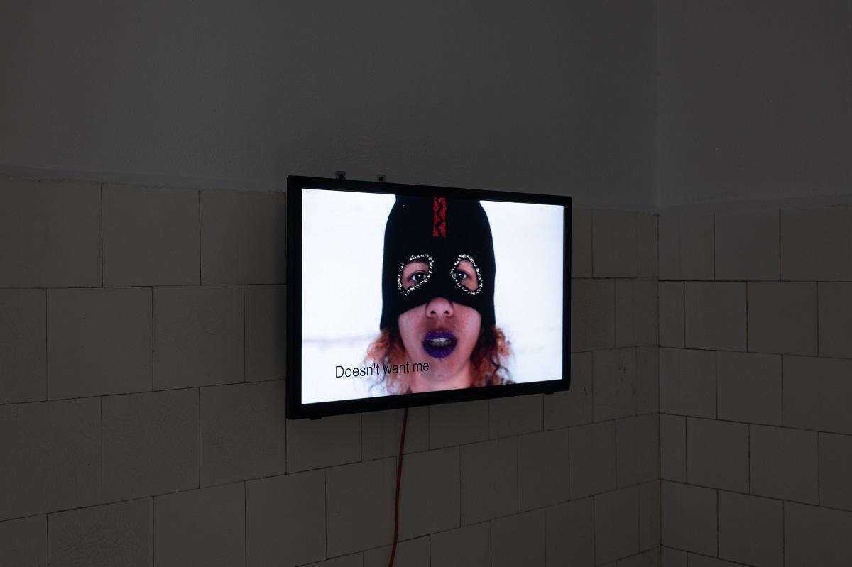 Katarzyna Perlak, Niolam ja se kochaneczke, 2016, widok z wystawy Poganki, fot. Marcin Liminowicz