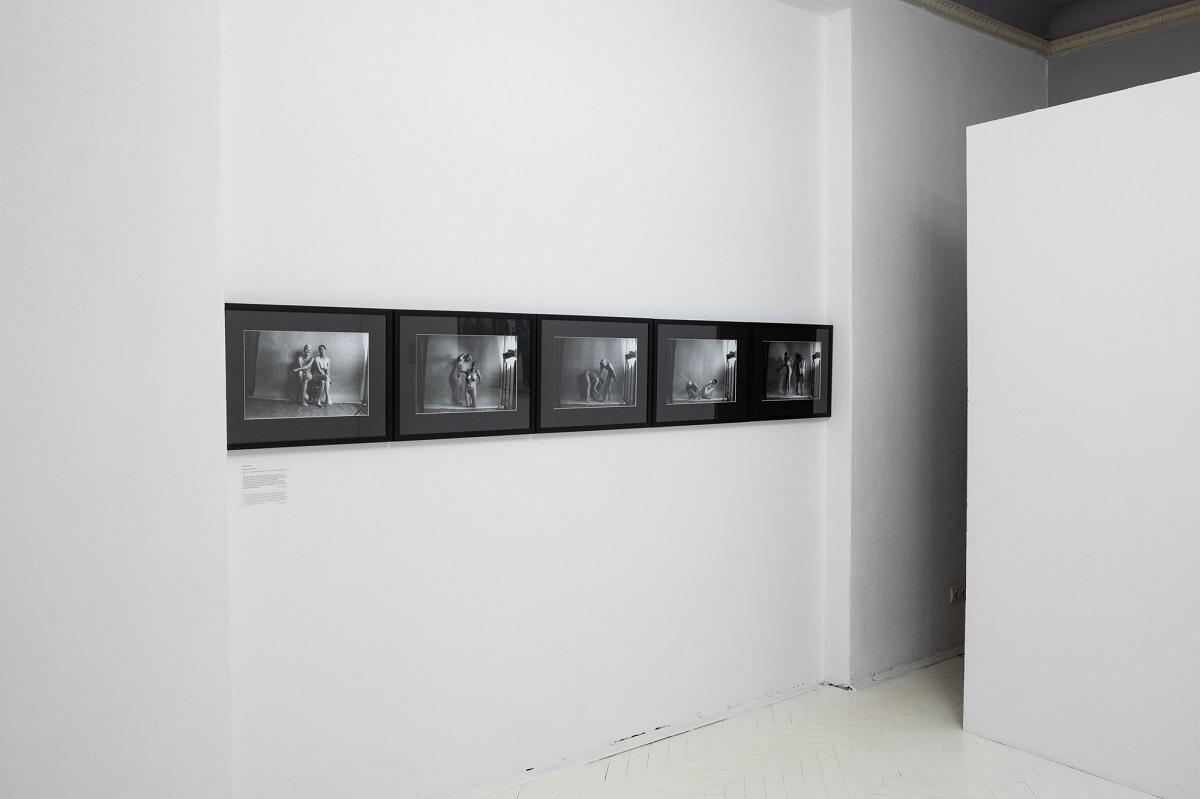 Katarzyna Górna z Katarzyną Kozyrą, Kasie Niteczki, 1993, widok z wystawy Poganki, dzięki uprzejmości galerii lokal_30, fot. Marcin Liminowicz